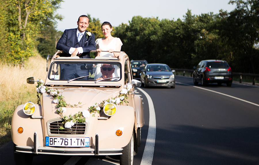 mariage mariés voiture