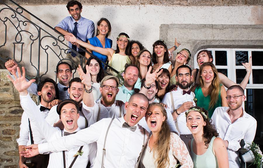 mariage mariés photo de groupe